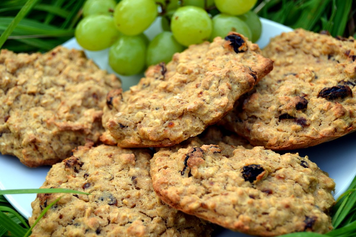 3 Ingredient Raisin Banana Oat Biscuits
